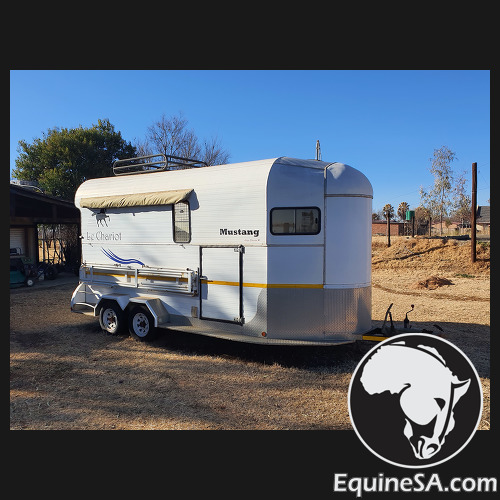 Mustang Le Chariot Horse Box